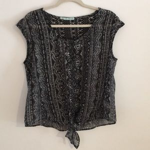 {Maurices}• Sheer Crop style top